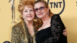 Mary Frances (Debbie Reynolds) e Carrie Fisher.