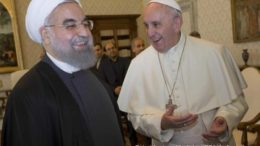 O presidente do Irã, Hassan Rohani, e o Papa Francisco.