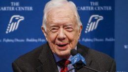 James Earl Carter, Jr. (Jimmy Carter) ex-presidente dos Estados Unidos, e vencedor do prêmio Nobel da Paz de 2002.