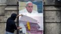 Cartaz criticando papa Francisco.